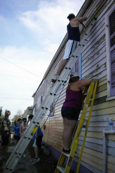 JSC students working with Habitat for Humanity in New Orleans  (Photo courtesy of Khrystyne Bartoswicz