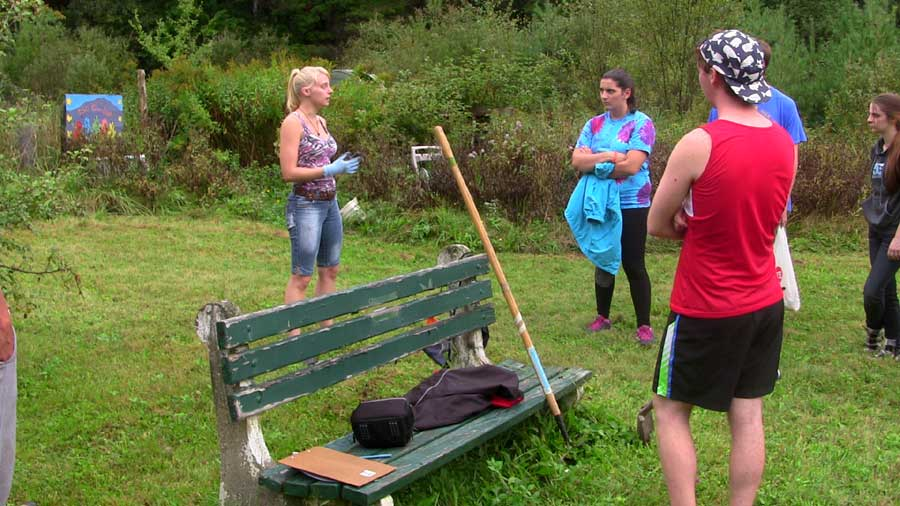 Volunteers+get+ready+to+work+on+revitalizing+the+community+garden.