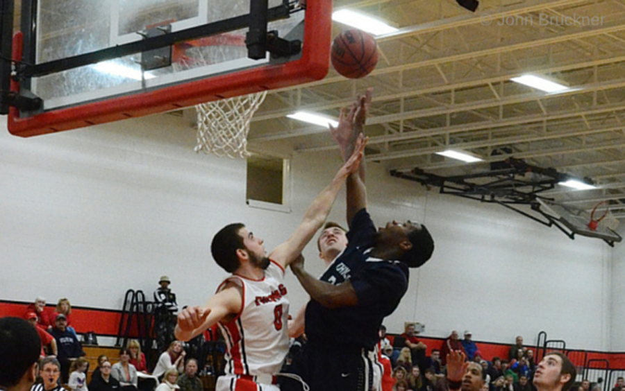 Mariners hang on for 64-58 win