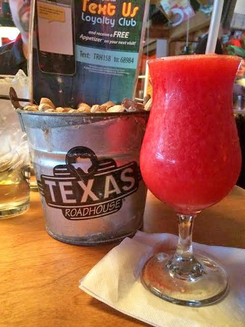 Texas+Roadhouse+offers+dinner+and+a+show